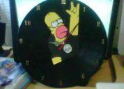 Se vende discos de acetato convertidos en relojes, muy lindos
