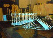 Avioneta antigua fabricada a mano para coleccionistas