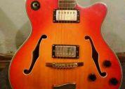 Guitarra con detalles en oro modelo 1973 personalizado caja ancha  para jazz y blues