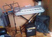Por $400 , vendo teclado yamaha con trill, soporte, estuche, amplificador para bajo