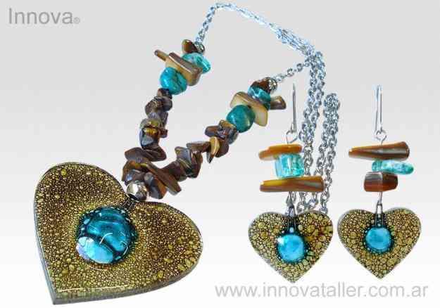 Joyas y bisuteria en cristal fundido y piedras semipreciosas. Innova Vitrofusion