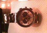 Vendo reloj origuinal louis vuitton precio 400 dolares 2 3 meses de uso