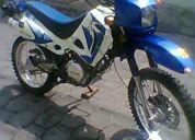 Vendo linda moto tipo enduro aÑo 2006 con papeles 2010 en 590 dolares 084045527-3455-394