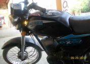 Motocicleta suzuki ax 100-2