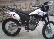 Vendo o cambio moto sukida skr 200 año 2011 matriculada