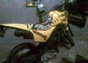 Vendo moto susuki ts 125 tuneada y barata a 350 interesados mensajear al 0937725642