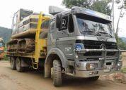 Camion mula mercedes benz para transporte de maquinaria pesada