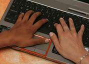 Dama con conocimeintos de computacion