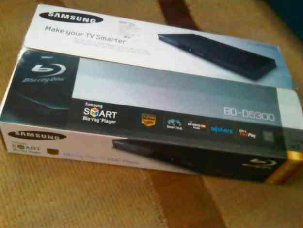 blu ray Samsung smart DB-D5300 con wireless, facebook youtube, netflix, conversor 3D