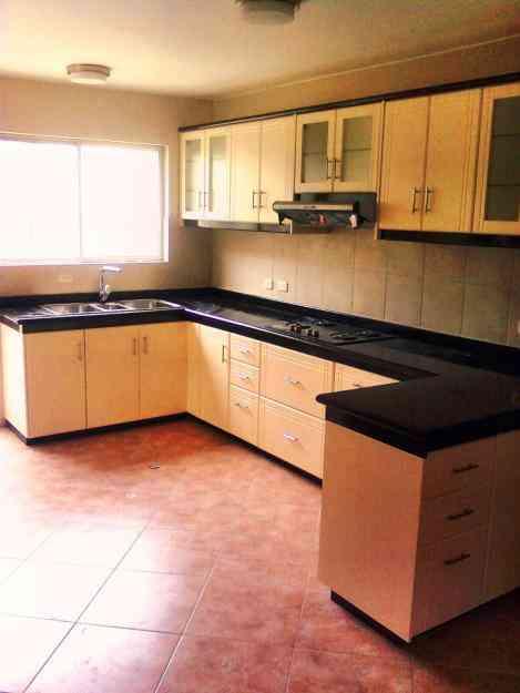 Modulares de cocina ba o puertas mesones granito for Materiales para mesones de cocina