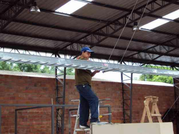 CONSTRUCCIONES ELECTRICAS  RESIDENCIALES, INDUSTRIALES. TENDIDO DE LINEAS ELECTRICAS