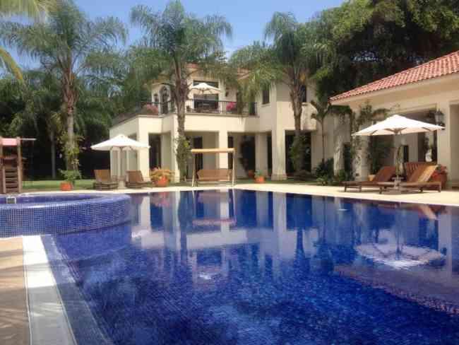 Piscinas hidromasajes cascadas piletas construimos for Construccion de piscinas en ecuador