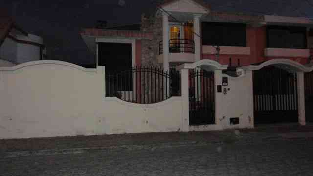 SE VENDE HERMOSA CASA EN SECTOR RESIDENCIAL DE OTAVALO