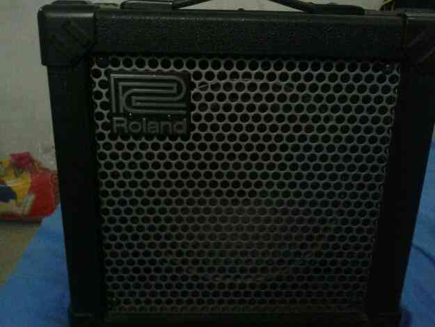 Vendo roland amplificador para guitarra y piano. buen estado!