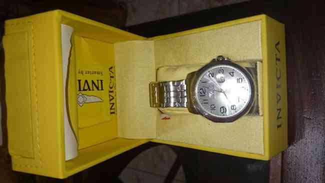 reloj de hombre luna plateada Invicta