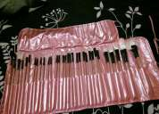Vendo set de maquillaje de 32 brochas con estuche de lujo