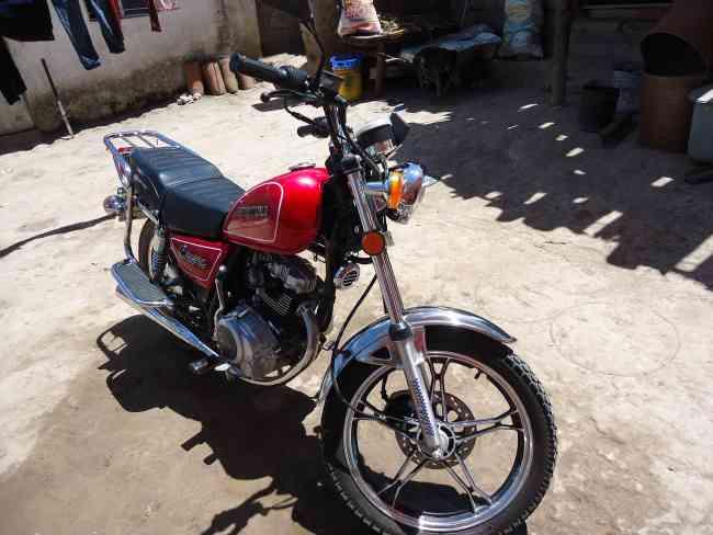 vendo moto daytona 150c.c.  año 2013