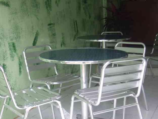 Vendo modernos juegos de mesas con sillas ideal para for Sillas de jardin segunda mano