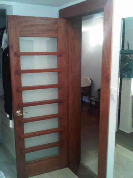 Puertas de madera principales e interiores en quito for Puertas principales rusticas madera