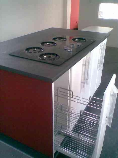 Muebles de cocina closet ba os puertas granito en quito for Muebles de cocina quito olx