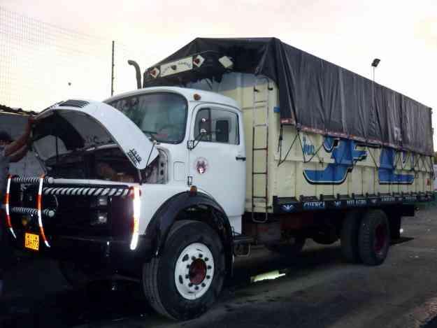 camiones mercedes benz en cuenca ecuador. Black Bedroom Furniture Sets. Home Design Ideas