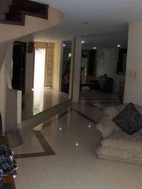 Alquilo o vendo elegante casa con piscina en kennedy norte for Piscina kennedy