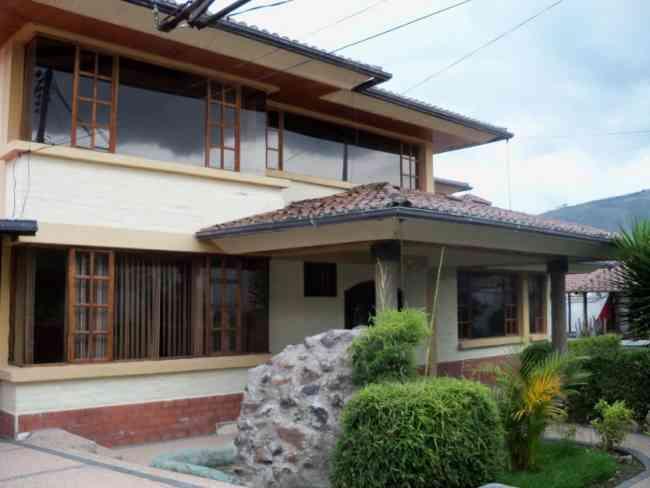 Casa en cumbaya 3 dormitorios quito tumbaco doplim - Casas en quito ecuador ...