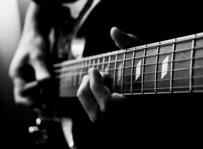 Clases de Guitarra Eléctrica y Acústica a domicilio Quito Valles Cumbaya