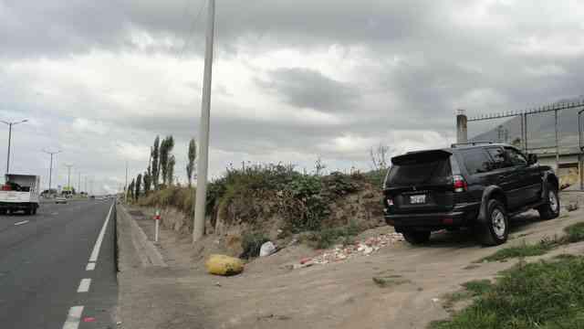 Vendo propiedad de 11.000 m2 al filo de la panamerica en Otavalo