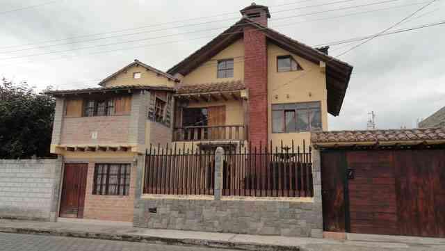 Vendo hermosa casa en una prestigiosa ciudadela de Otavalo