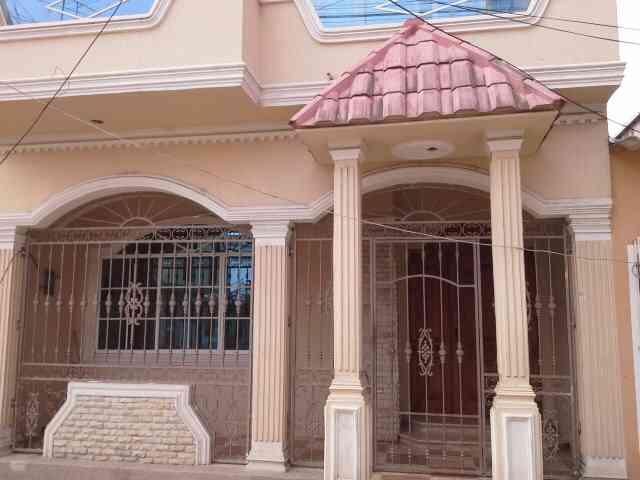 Bonita casa de 2 pisos con losa y columnas para un tercero - Cerramientos de casas ...