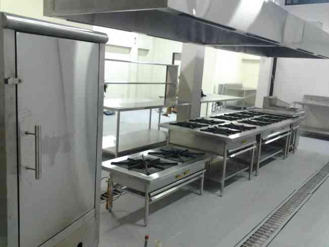 Cocinas industriales self service congeladores mesas de for Mesas de trabajo para cocina
