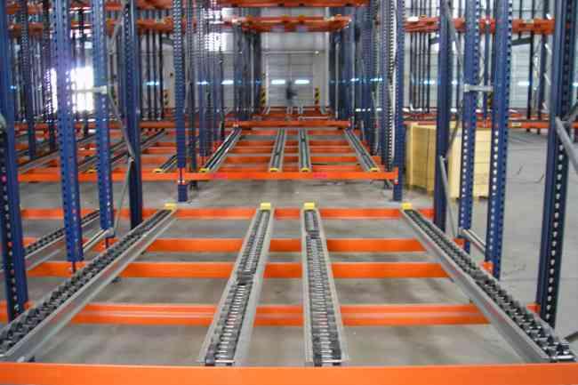 Perchas, estanterías metálicas, sistemas de almacenaje en Quito